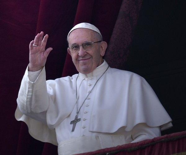 Pope: 'Better to be an atheist' than Christian living 'double life'