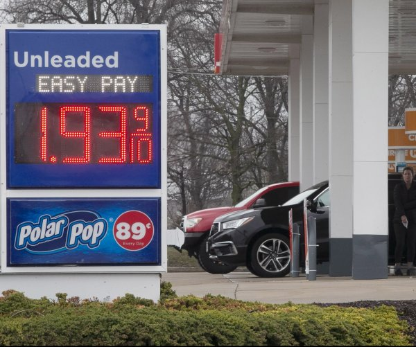 Oil prices sink to 18-year low; U.S. stocks rise to start week