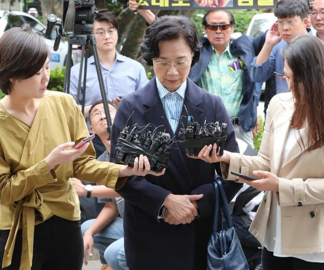Prosecutors seek arrest of wife of Korean Air chairman