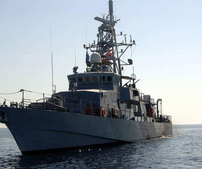 U.S. Navy ship fires warning shots at Iranian ship in Persian Gulf