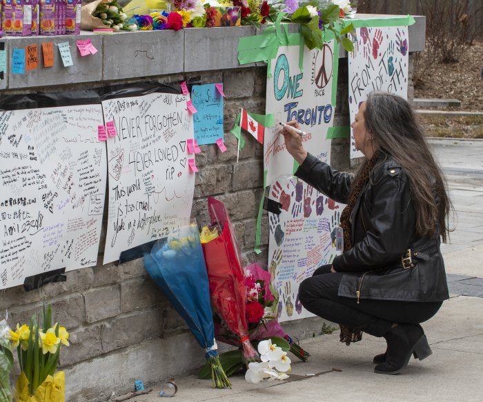 Why didn't he shoot? Toronto cop did everything right