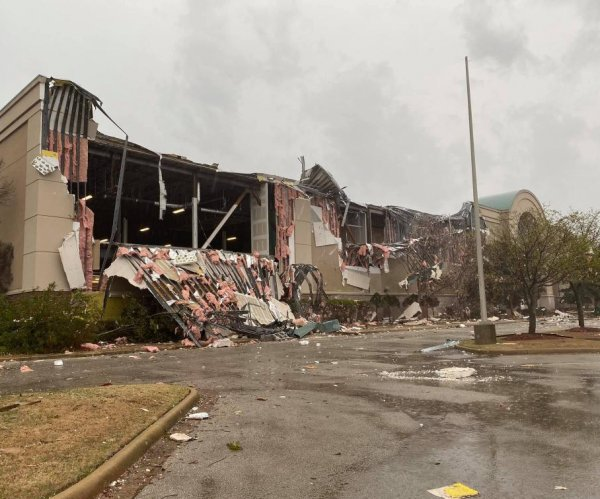 No fatalities but heavy damage to town in Arkansas