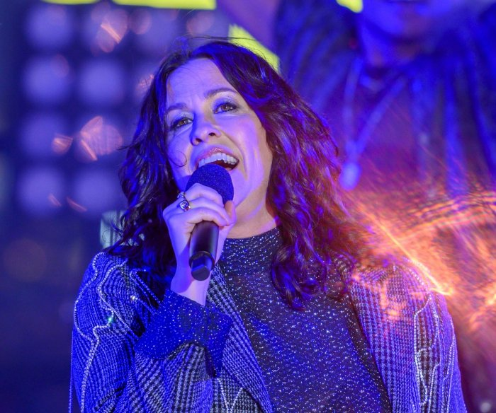 Alanis Morissette looked for 'silver linings' during pandemic