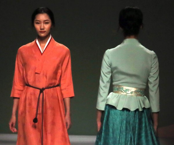 Highlights from China Fashion Week 2017 in Beijing
