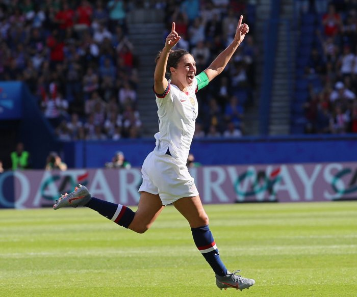 World Cup: Carli Lloyd scores twice in 3-0 U.S. win over Chile