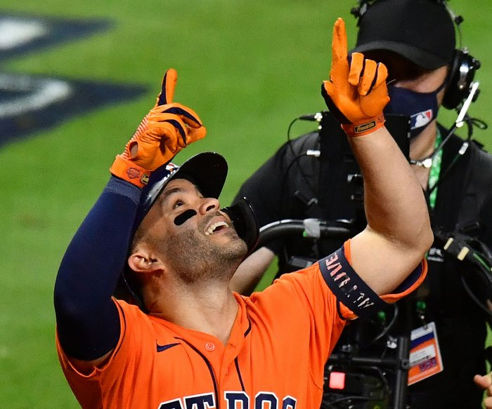 Astros storm to Game 2 win over Braves, tie World Series at 1-1