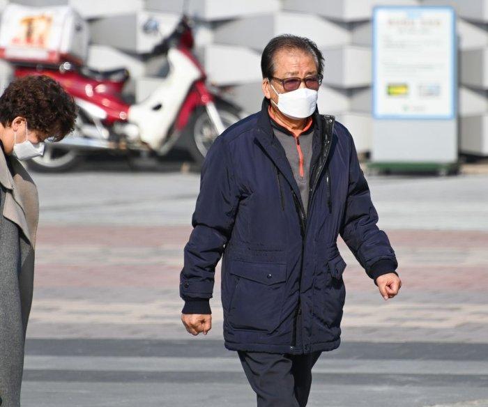 South Korea coronavirus cases near 1,000; 11 dead
