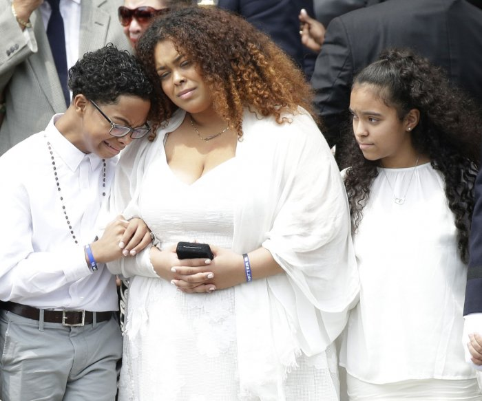 Mourners attend funeral for fallen NYPD officer Miosotis Familia