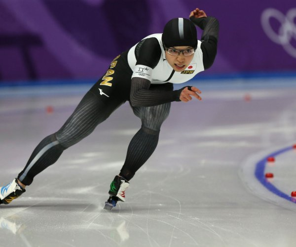 Japan's Kodaira breaks Olympic record to win women's 500m speed skating