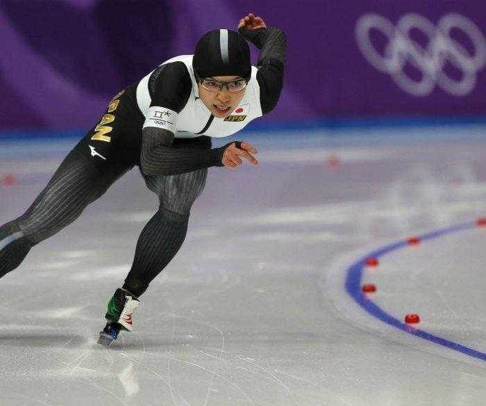 Japan's Kodaira breaks Olympic record to win women's 500m speed skating