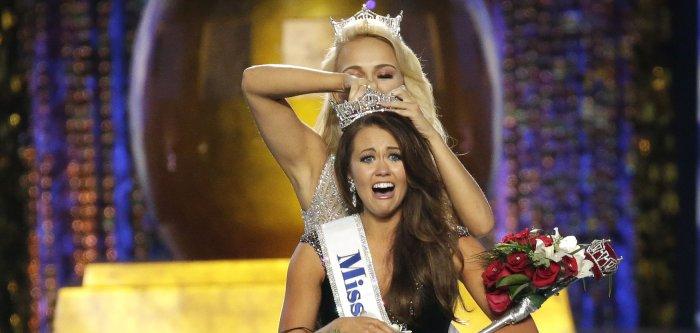 Cara Mund crowned Miss America 2018