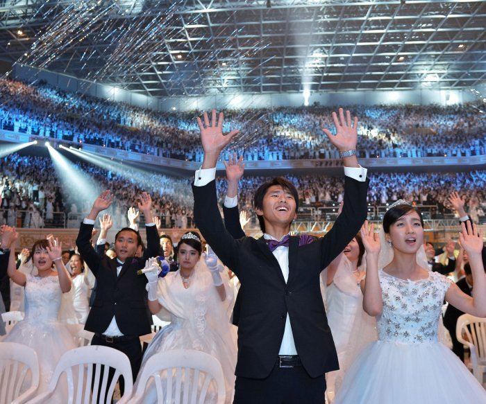 South Korean church holds mass wedding ceremony