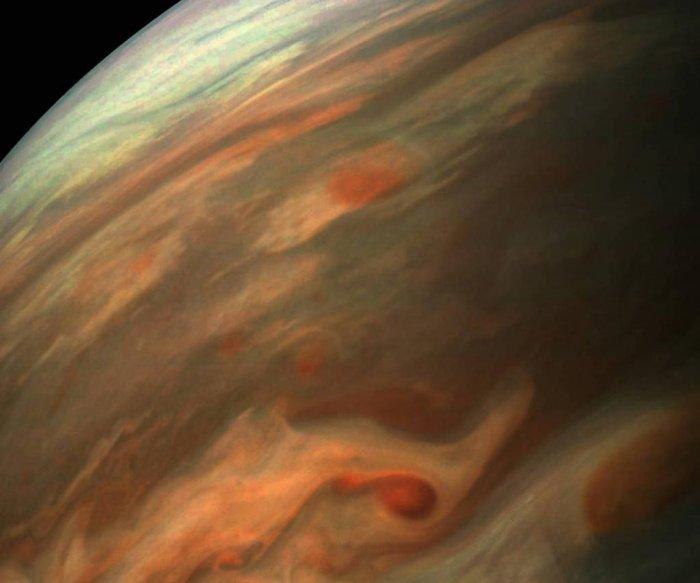 Juno camera offers stunning image of Jupiter swirling surface