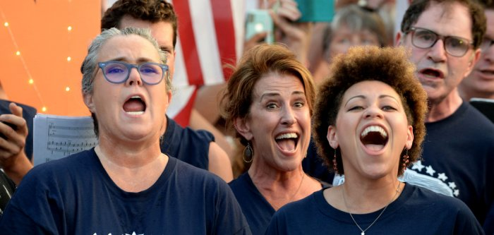 Rosie O'Donnell, Broadway performers protest at the White House