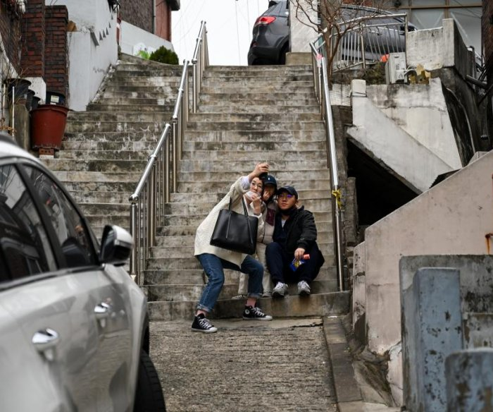 Tourists flock to 'Parasite' locations in South Korea