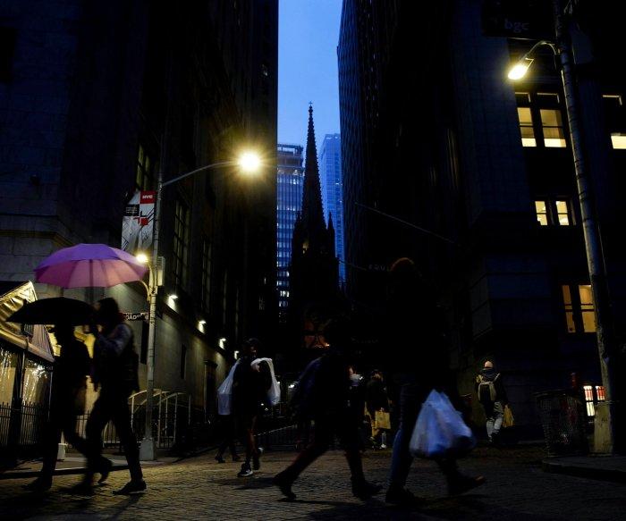 Supreme Court blocks New York's COVID religious service limits