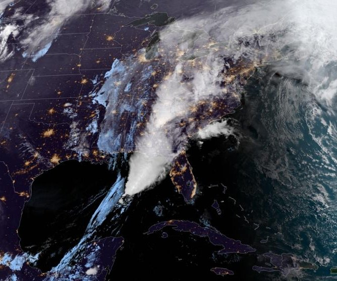 Severe storms delay, cancel thousands of flights along East Coast