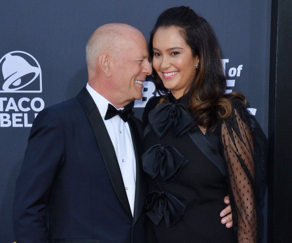 Former castmates and family attend 'Roast of Bruce Willis'