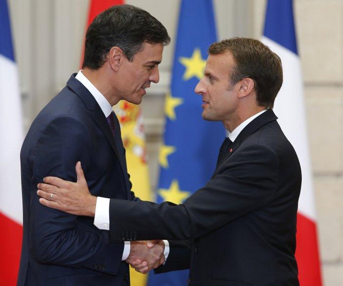 Macron: Sanction EU countries refusing to accept migrants