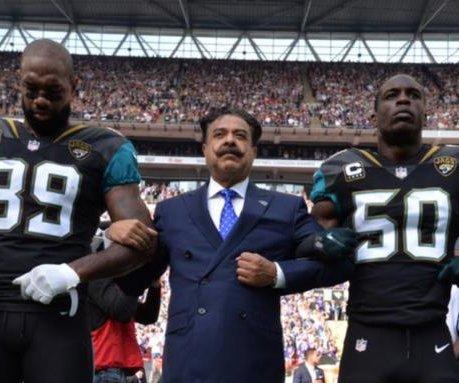 Jacksonville Jaguars owner joins team during national anthem protest
