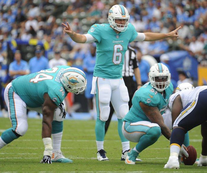 Cutler, Dolphins snap Patriots' 8-game win streak