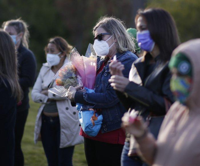 U.S. COVID-19 death toll surpasses 100,000 milestone