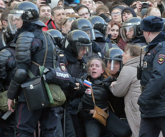 Russian opposition leader Navalny detained at anti-corruption rally