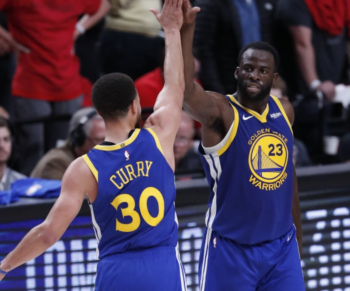 Warriors stage late comeback rally to knock off Lebron, Lakers