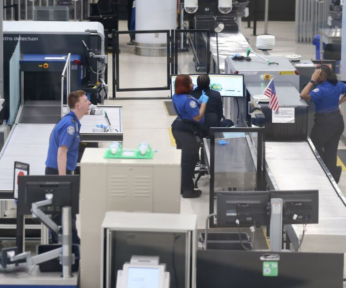 TSA screened 1M passengers in a day for first time since March
