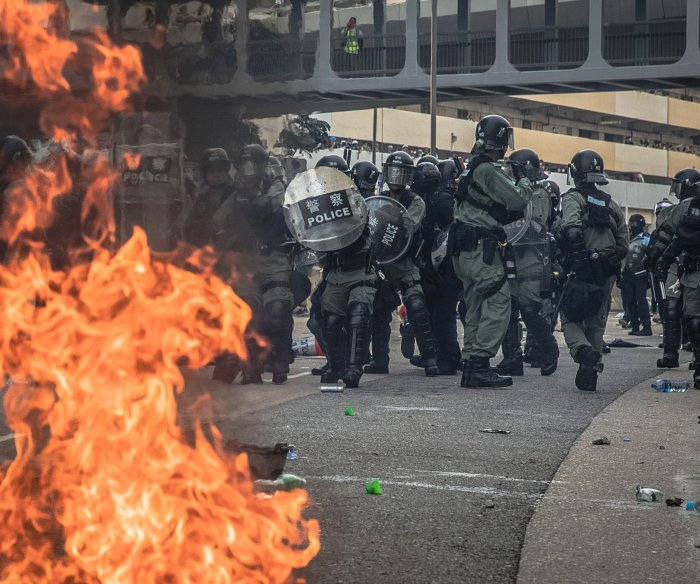 Tear gas, violence end calm in Hong Kong protests