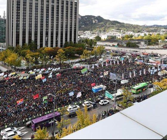 South Korean taxi drivers call strike nationwide