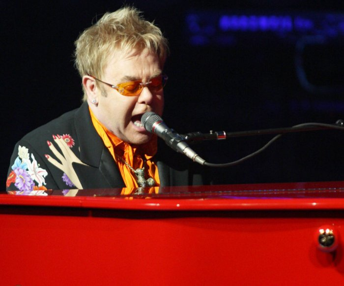 Elton John bags U.S. shows due to South American infection