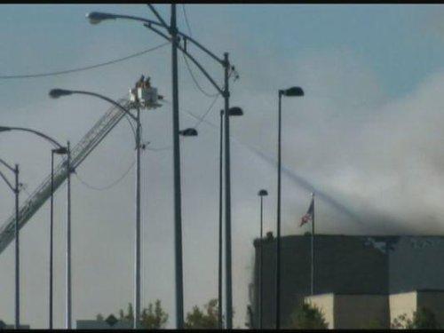 Four killed as plane hits building at Kansas airport