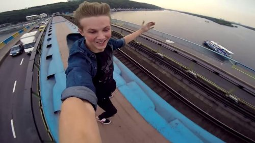 Ukrainian daredevil films metro train-riding stunt