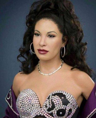 Selena Quintanilla wax figure unveiled at Madame Tussauds