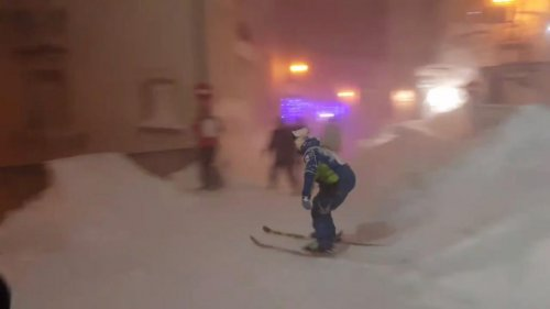 Daredevil-skier-takes-on-Italian-basillica-steps-during-snowstorm