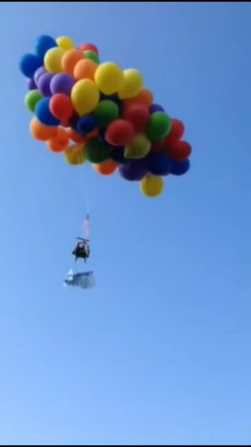Canadian-fined-nearly-$20,000-for-lawn-chair-balloon-flight