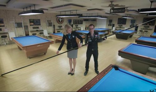 Billiards-expert-makes-world's-largest-pool-cue