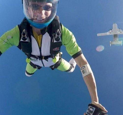 Skydiver-kills-self-by-not-opening-parachute