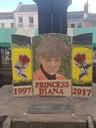 Welsh-borough's-floral-Princess-Diana-tribute-mocked