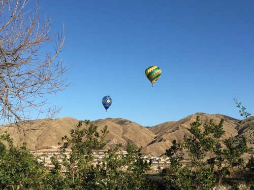 Deputies-pull-over-hot-air-balloons-flying-close-to-homes