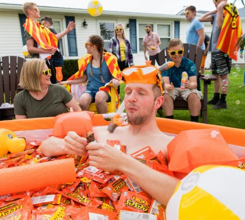 Reese's-presents-fan-with-pool-full-of-chocolate-treats