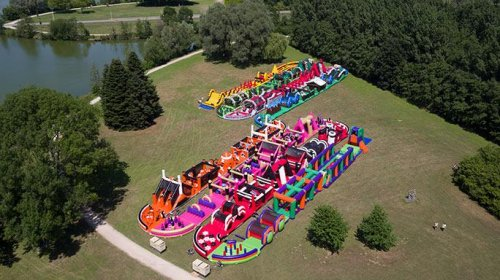 1,625-foot-inflatable-obstacle-course-is-world's-largest