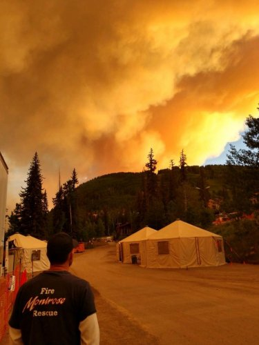 Homes,-residents-under-threat-from-6-wildfires-in-Colorado
