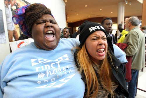 Ferguson protesters disrupt Black Friday shopping