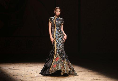 China Fashion Week opens with NE TIGER runway show