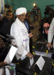 Sudan's Bashir retains presidency in controversial election