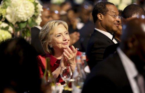 Hillary Clinton plays bartender, sings 'Lean on Me' on 'Saturday Night Live' season premiere