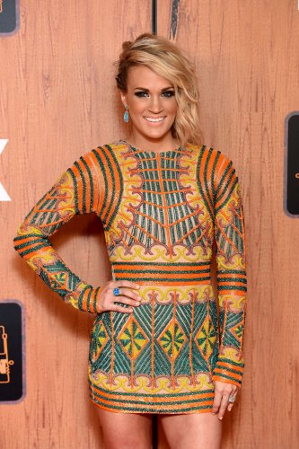 Carrie Underwood posts cute video of son's belly flop