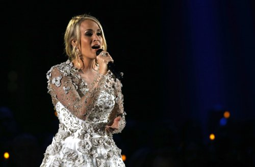 ACM-Awards:-Carrie-Underwood-performs-for-first-time-since-facial-injury